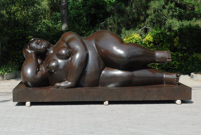 Fernando Botero Donna Sdraiata sculpture