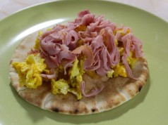 Quick and Easy Pita Recipe for Breakfast