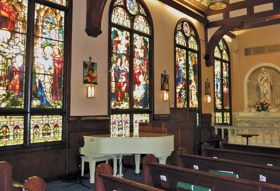 Interior-of-Saint-Ann-church