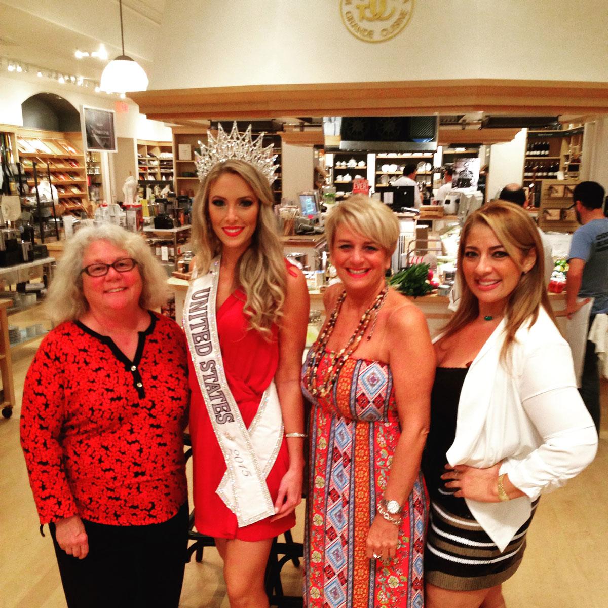 Judges-with-Ms-United-States-2015-Celine-Pelofi-of-Florida