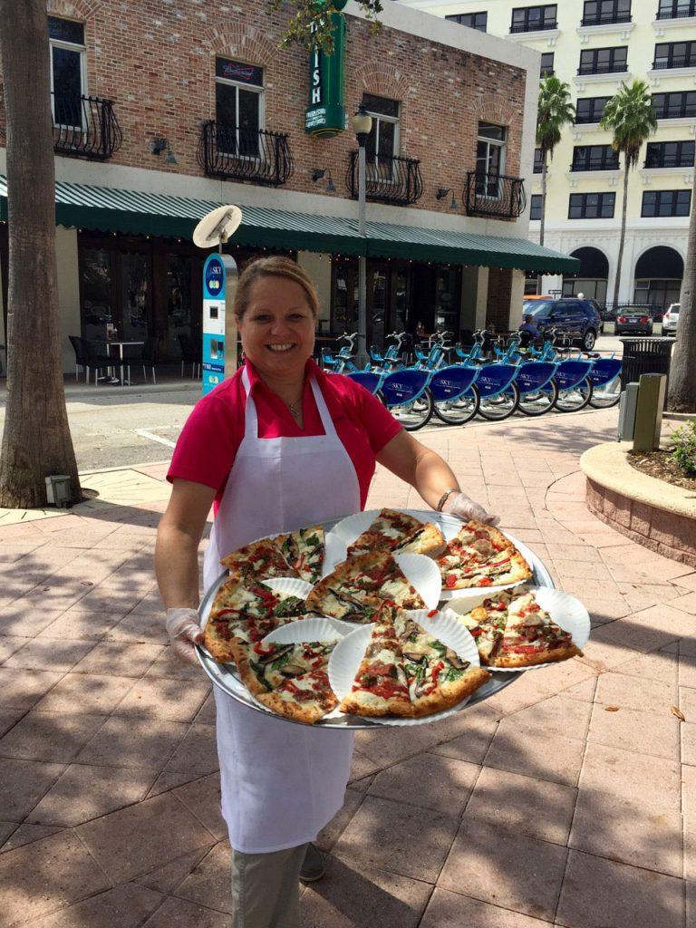Pizza-Girls-serve-sit-up